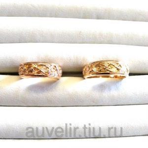 Обручальные кольца с растительным узором. Женское кольцо с бриллиантами.