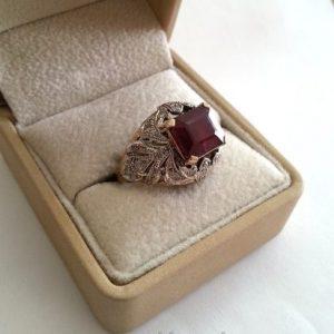 Кольцо из золота с бриллиантами и рубином. Ручная работа.